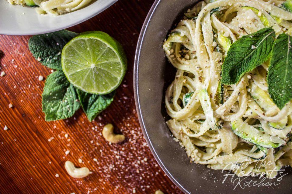 Cremige Limetten-Minz Zucchini Pasta
