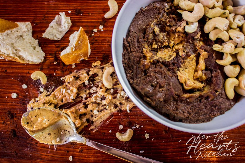 Peanutbutter Brownie Hummus – Köstliche leichtere Brownie Alternative