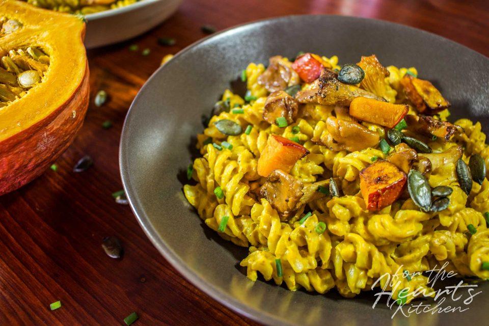 Herbstliche Pasta mit Kürbis Sauce und gebratenen Pfifferlingen