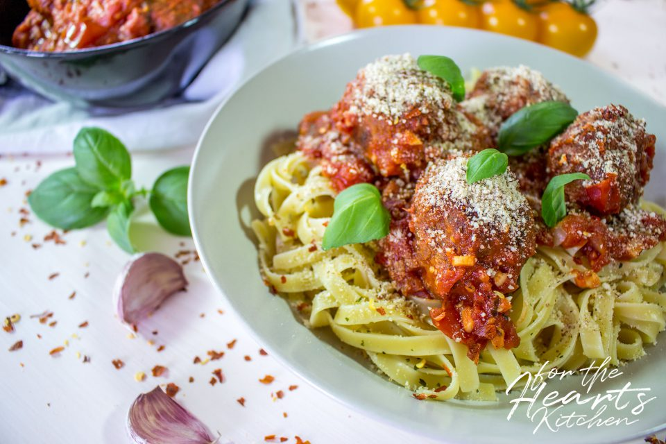 Vegan Italian Meatballs in Marinara Sauce – Vegane Italienische Fleischbällchen in Marinara Soße