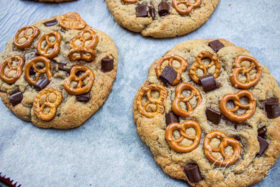 Peanutbutter Chocolate Chunk Brezel Soft Cookies