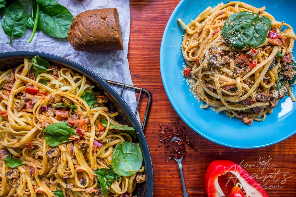 Cremige vegane Chorizo-Limetten Pasta mit frischem Blattspinat