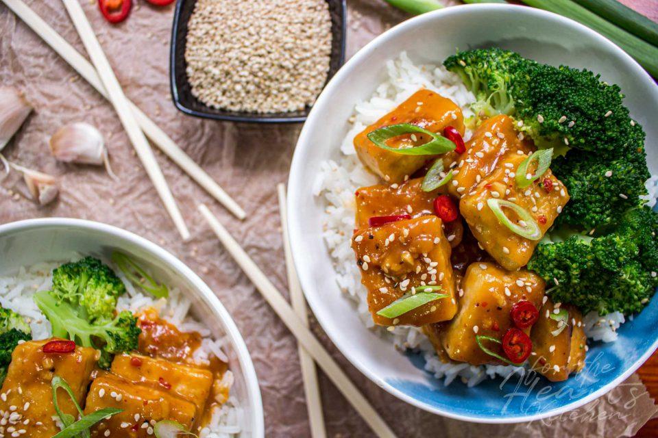Fruchtiger Orangen Tofu mit Brokkoliröschen