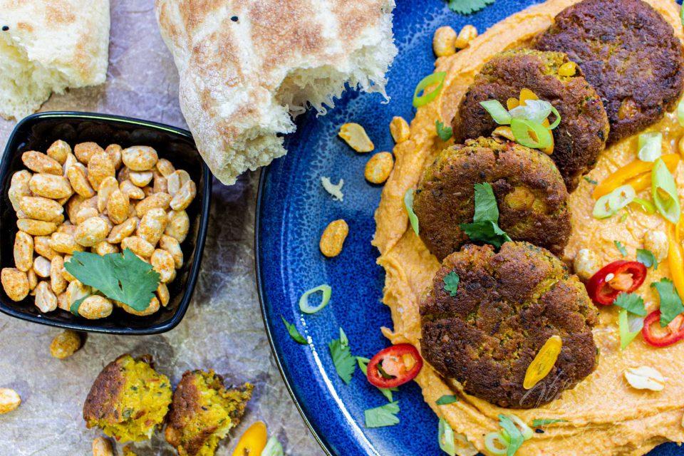 Arabische Falafel mit spicy Erdnuss Hummus