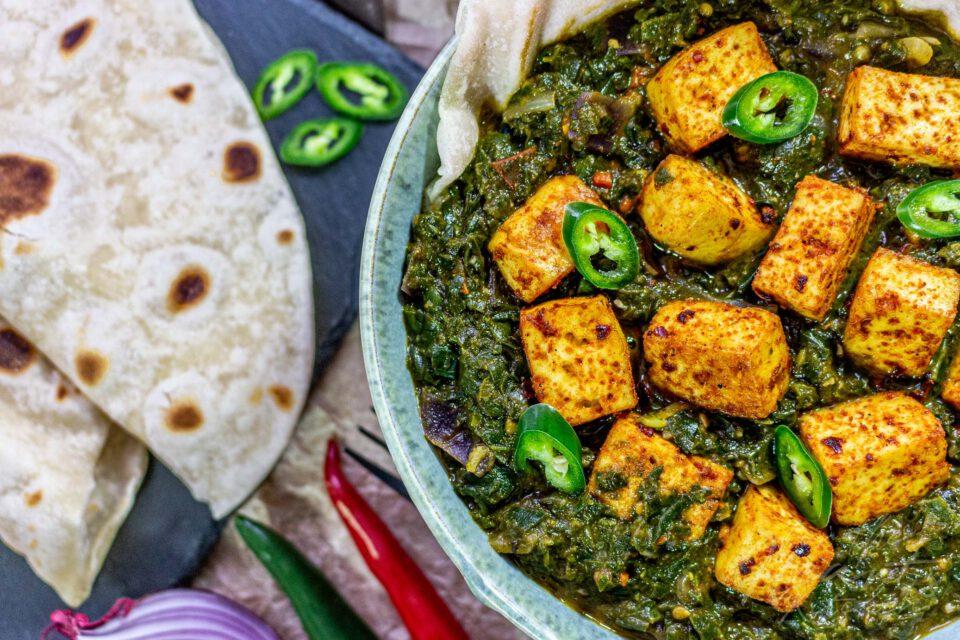 Veganes Palak Paneer – indisches Spinat-Curry mit würzigem Tofu